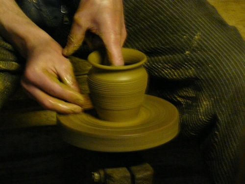 potter's wheel, by Piotrius at Wikimedia Commons